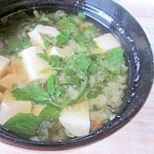 セリと豆腐の味噌汁