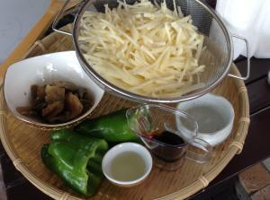 ジャガイモとピーマンの搾菜炒め