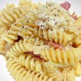 粉チーズたっぷりクリームパスタ