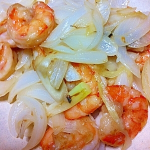 【シンプル旨い!】海老と新たまねぎの塩麹炒め