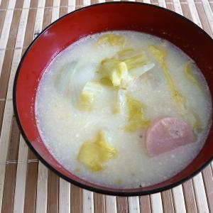 春キャベツと魚肉ソーセージのミルクスープ