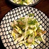 パクチーとセロリ、搾菜のサラダ