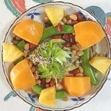 サニーレタス、ロースハム、柿、パインのサラダ