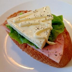 ハムとサラダ菜と6Pチーズのフランスパン