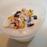 美的 黄桃とレーズンと雑穀パフのいちじくヨーグルト