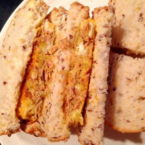 ツナとネギの卵焼きサンドイッチ