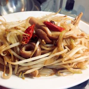 ★今日の定食- 「豚ガツともやしの辛子炒め」
