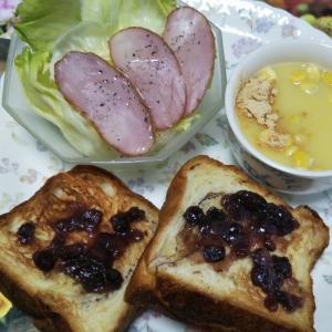 スモークハムサラダとトーストときな粉コーンスープ☆