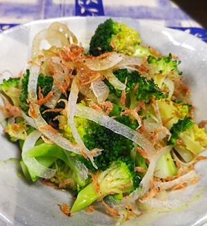 玉ねぎあみブロッコリーの黒酢サラダ