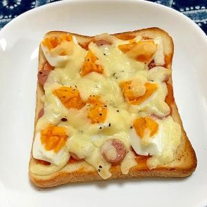 ゆで卵とウインナーのマヨケチャチーズトースト