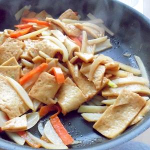 野菜と練り物の炒め物