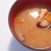 具沢山の豚汁風鮭のお味噌汁