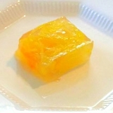 前菜にデザートに、金柑と菊の寒天寄せ