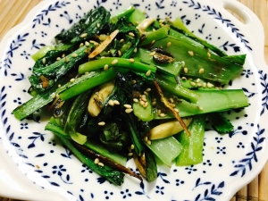 小松菜の小魚アーモンド炒め