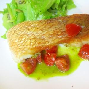 鯛のソテー、バジルトマトソース