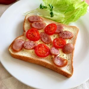 プチトマウインナチーズ粗挽き塩コショウ味トースト♡