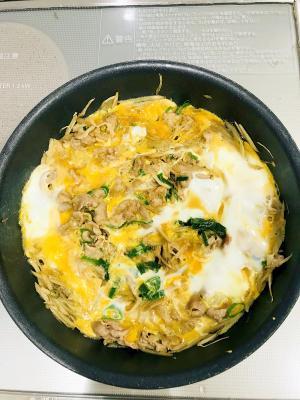すき焼き気分♡牛肉とごぼうのすき煮卵とじ