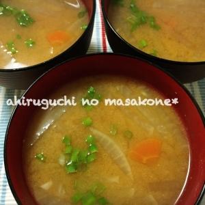 簡単手軽な汁もの♪おいしい大根と人参のお味噌汁〜