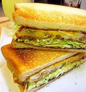 ある意味ポテトオムレツ!ボリューム満点サンドイッチ