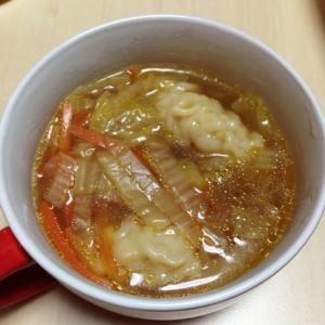 白菜とニンジンの中華スープ餃子
