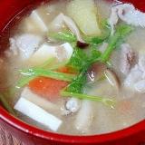 豚骨スープで濃厚うま味☆ 「具沢山とん汁」