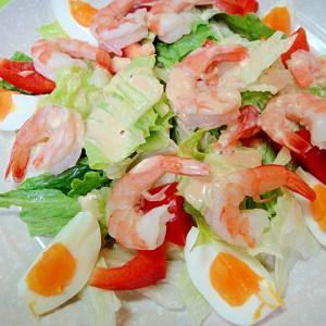 海老とゆで卵パプリカのサラダ