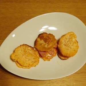 いかみりん煎餅で☆ウィンナーのオーロラソースサンド