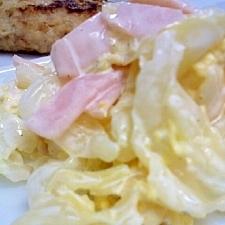 キャベツとハム、炒り卵のサラダ