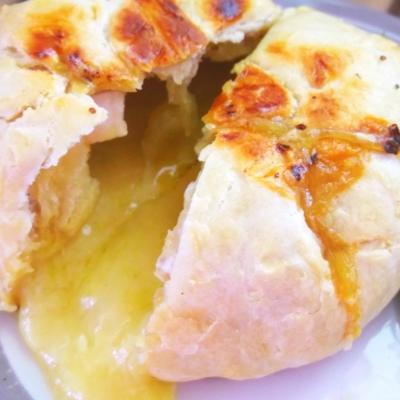 パイ包み、チーズフォンデュ・・・カマンベールの丸ごと焼きがアツい!