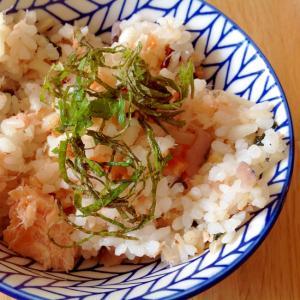 乾燥野菜ミックスでサーモン炊き込みご飯