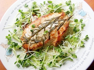 簡単!鶏むね肉のローズマリーソテー♪(塩胡椒なし)