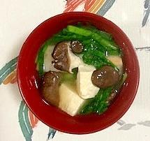 にら、木綿豆腐、ひらたけ、焼き麩のお味噌汁