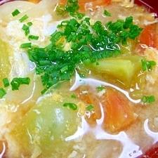 キャベツ・トマト・タマネギ・卵のお味噌汁