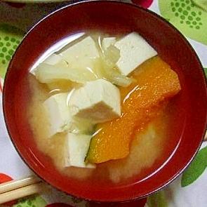 かぼちゃとキャベツと豆腐の味噌汁