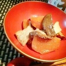 ワインに日本酒に、柿とエリンギのスモークサラダ