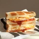 チーズとトマトとたまごのホットサンドイッチ ♪