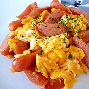 塩麹だけで味付け☆ごろごろウインナーの卵炒め