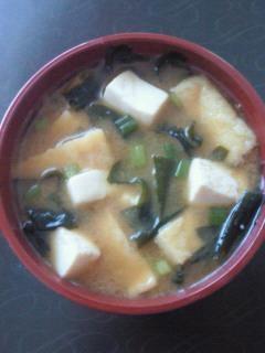 豆腐と油揚げのお味噌汁