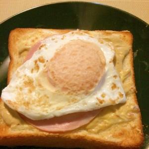 チーズハム目玉トースト