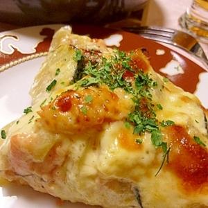 魚焼きグリルで、鮭のグラタンピザ