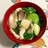 にら、木綿豆腐、あわび茸、アボガドのお味噌汁