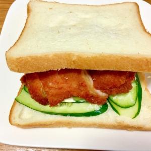 うま辛チキンのサンドイッチ