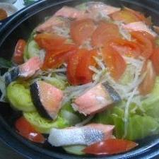 鮭・ジャガイモ・トマトの蒸し鍋 ピリ辛味噌添え