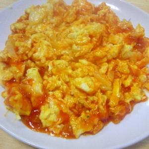 玉子と玉ねぎのチリソース炒め(市販のソース使って)