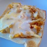 卵とじの残り物リメイク!簡単チーズトースト