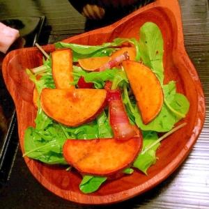 安納芋とベーコンのベビーリーフサラダ