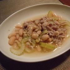 白いんげん豆と豚肉のスープ