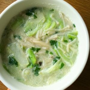 チンゲン菜とえのきのミルク中華スープ