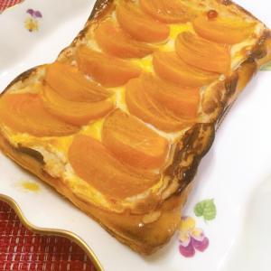 秋の実りをいただく♡柿とクリームチーズのパイ♪