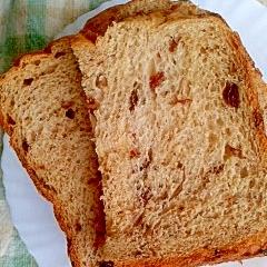 HBで時間差投入 生地もレーズン味のレーズン食パン